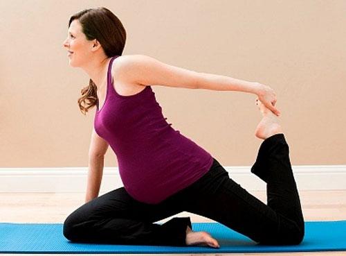 Mẹ bầu nên tập thể dục 30 phút/ngày để đảm bảo máu luôn lưu thông tốt nhất.