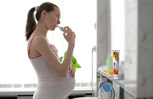 Vì sao bà bầu dễ mắc các bệnh về răng lợi