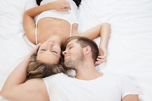 Mụn rộp sinh dục nam cũng giống như các bệnh xã hội khác lây chủ yếu qua con đường tình dục không an toàn.