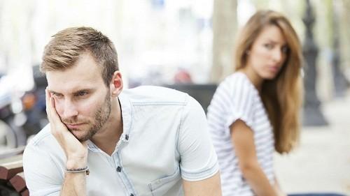 Quan hệ tình dục không an toàn là nguyên nhân chính dẫn đến bệnh mào gà ở nam giới.
