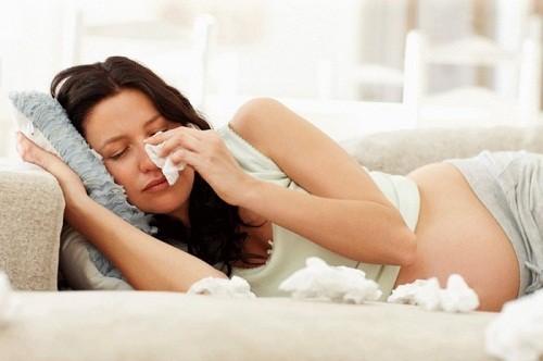 Phụ nữ mang thai mắc bệnh tuyến giáp sẽ có nhiều nguy cơ sinh non, sảy thai hoặc thai chết lưu..