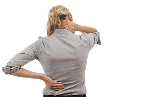 Chườm đá hiệu quả nhất trong 24-48 giờ đầu tiên sau khi bị chấn thương sẽ giúp giảm viêm.