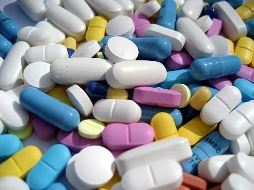 Thuốc chống viêm như aspirin, ibuprofen và natri naproxen  có thể giúp giảm đau lưng.