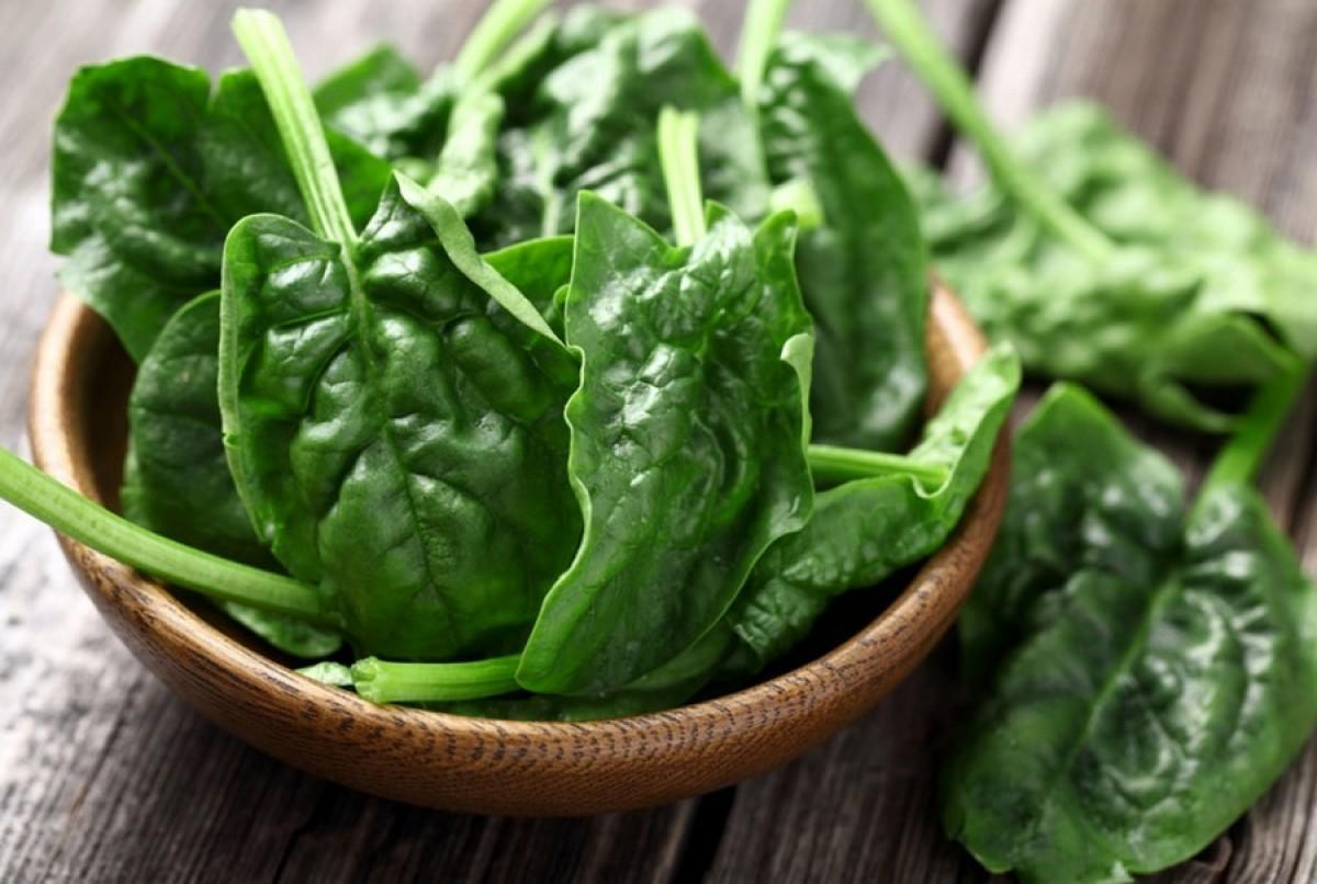 Nghiên cứu cho thấy bổ sung axit folic trước khi mang thai, trong khi mang thai có thể làm giảm nguy cơ phát triển chứng tiền sản giật. Những thực phẩm giàu axit folic bao gồm súp lơ xanh, rau bina, cải xoăn, măng tây, thịt bò…