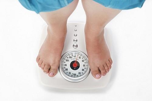 Tăng cân phổ biến ở người mắc các bệnh lý tuyến giáp chủ yếu là do tình trạng tích nước trong cơ thể.