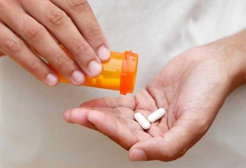 Nếu viêm amidan là do nhiễm trùng bởi vi khuẩn, cách chữa bệnh viêm amidan là sử dụng thuốc kháng sinh.