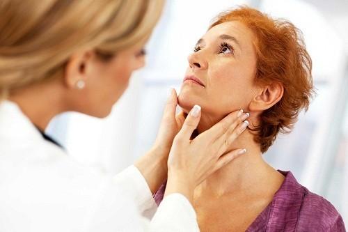 Cách chữa bệnh viêm amidan sẽ phụ thuộc một phần vào nguyên nhân.