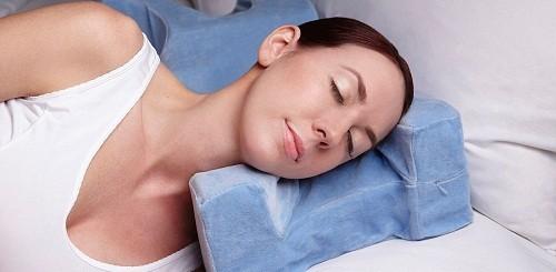 Nâng cao đầu sẽ giúp giảm chảy máu và sưng.