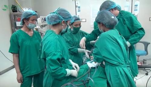 Bệnh viện Thu Cúc có đội ngũ bác sĩ chuyên khoa giỏi sẽ giúp điều trị polyp đại tràng nhanh chóng, an toàn