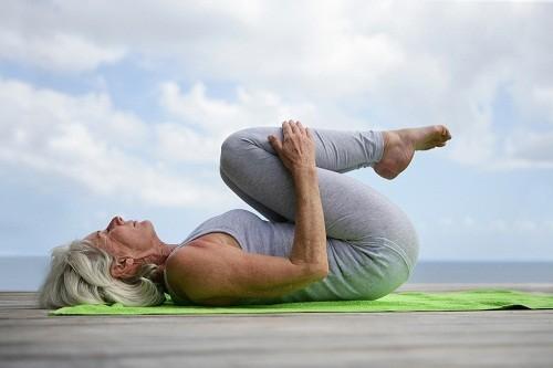 Các bài tập vật lý trị liệu, xoa bóp và bấm huyệt có thể giúp giảm đau xương cụt.