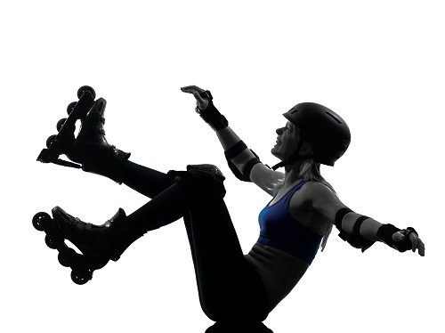 Chấn thương ở khu vực xương cụt như ngã dập mông xuống đất hoặc va đạp vào thành, góc các dụng cụ... là nguyên nhân thường gặp gây đau xương cụt.