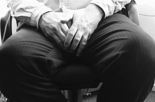 Một trong những triệu cứng thường gặp của hẹp bao quy đầu là đi tiểu khó khăn, phải dùng sức rặn mạnh nhưng tia nước tiểu vẫn nhỏ