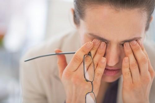 Mắt co giật là tình trạng các cơ ở vùng mắt co giật hoặc co thắt không tự nguyện.