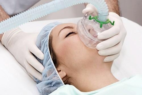 Trong quá trình nội soi, người bệnh sẽ được gây mê đồng nghĩa người bệnh sẽ mất ý thức hoàn toàn, không cảm thấy đau.