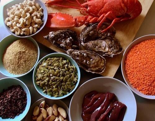 hức ăn giàu protein như thịt gà, thịt bò và thịt lợn là nguồn tuyệt vời của kẽm.