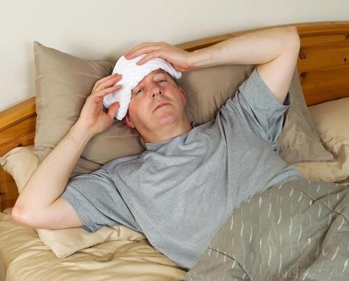 Sốt hoặc ớn lạnh là những triệu chứng xảy ra khi thận bị ảnh hưởng.