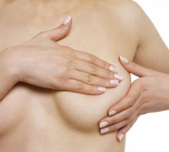 U nang vú có thể ảnh hưởng tới hình dáng vòng 1 của chị em