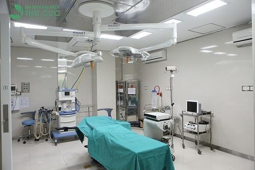 Toàn bộ quá trình phẫu thuật nội soi lây sỏi niệu quản diễn ra trong hệ thống phòng mổ vô khuẩn một chiều tân tiến bậc nhất của bệnh viện.