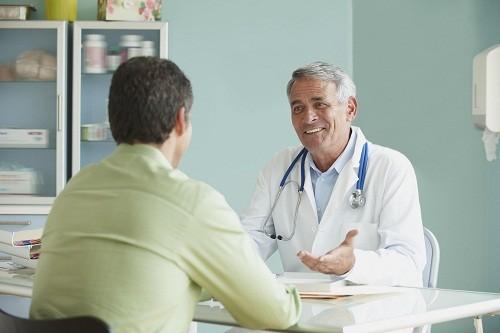 Khi phát hiện bệnh lý thoát vị bẹn, dù là trẻ em hay người lớn bạn cũng nên gặp bác sĩ chuyên khoa để được tư vấn và tiến hành phẫu thuật vì thoát vị bẹn không thể tự khỏi được.
