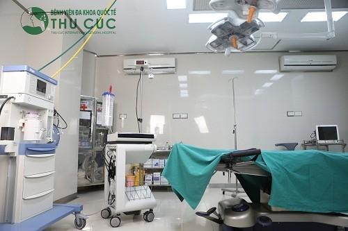 Với trang thiết bị hiện đại, không ngừng cập nhật những thiết bị y tế tiên tiến nhất bệnh viên luôn đảm bảo quá trình phẫu thuật được diễn ra an toàn, nhanh chóng, thuận lợi.