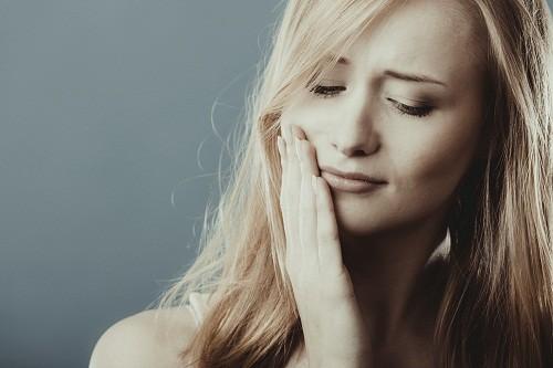 Sưng lợi sau khi ăn là một tình trạng bất thường, tốt nhất nên tới nha sỹ để kiểm tra xác định nguyên nhân và điều trị hiệu quả.