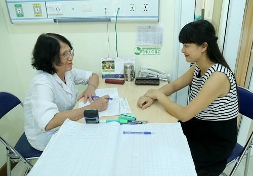 Khi có dấu hiệu bệnh, mẹ bầu cần đi khám để được tư vấn điều trị bởi bác sĩ.