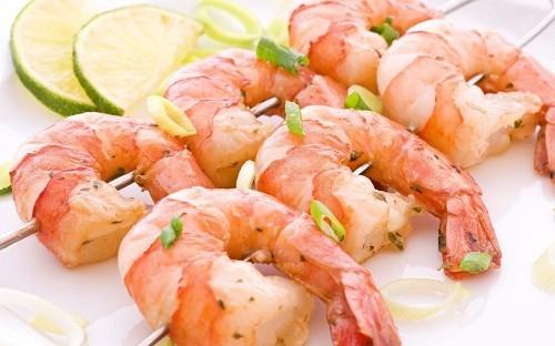 Bệnh nhân tuyến giáp hoặc những người muốn duy trì chức năng tuyến giáp ổn định, hãy lựa chọn thực phẩm giàu selen vào chế độ ăn uống hàng ngày.