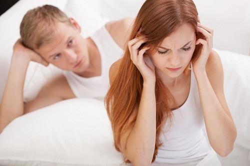 Phụ nữ bị u xơ cổ tử cung có thể bị đau trong và sau khi quan hệ tình dục.