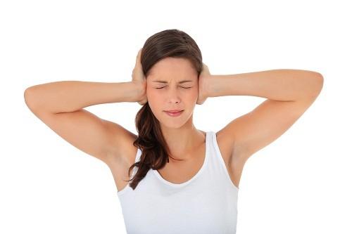 Ù tai là hiện tượng có âm thanh kỳ lạ phát ra từ bên trong tai.
