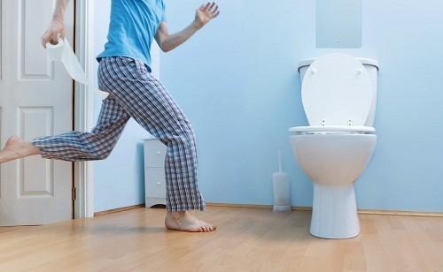 Đi tiểu thường xuyên hơn, nhiều vào ban đêm, tiểu gấp, tiểu khó, dòng chảy nước tiểu yếu hơn bình thường... là những triệu chứng của ung thư tuyến tiền liệt.