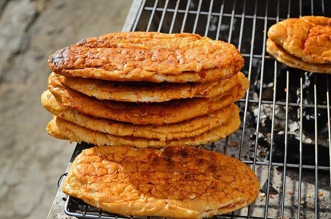 Bánh mì nướng là món ăn vặt được nhiều mẹ bầu ưa thích.
