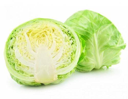 Bắp cải giàu vitamin, khoáng chất và muối kiềm, giúp chống các vi khuẩn như H.Pylori gây viêm loét dạ dày. Ăn bắp cải cũng chữa trị vàng da và các bệnh về bàng quang.