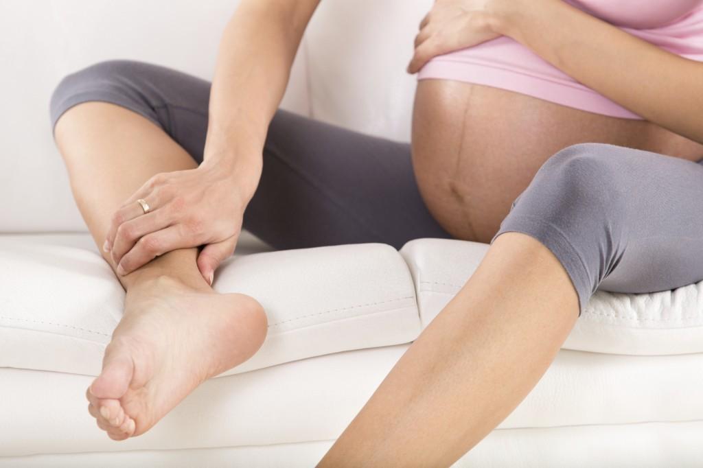 Phù chân khi mang thai có nguy hiểm không là quan tâm của rất nhiều người,