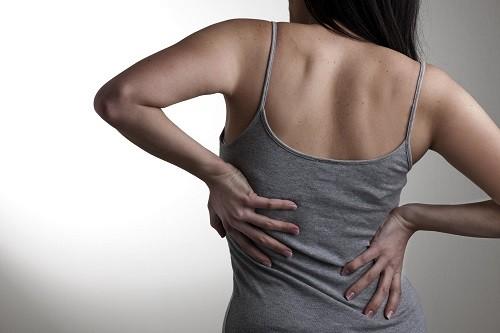 Mặc dù đau lưng là tình trạng rất thường gặp nhưng tuyệt đối không được chủ quan, cho rằng đau lưng có thể tự biến mất mà không cần phải theo dõi hay điều trị y tế