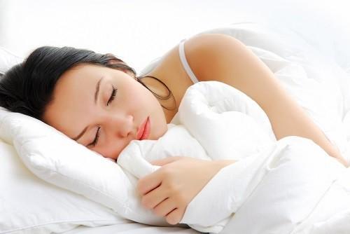 Trước tiên người bị đau lưng nên dành thời gian nghỉ ngơi.