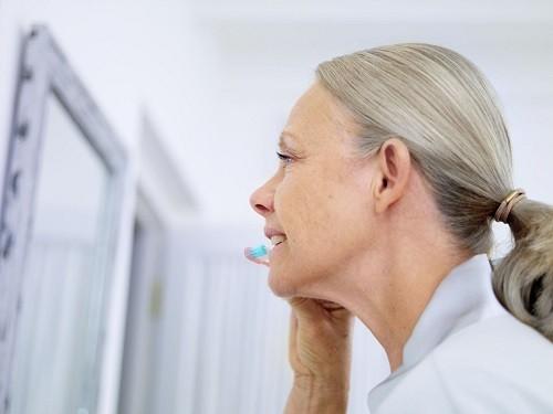 Trên thực tế, người lớn mới là đối tượng thường xuyên bị sâu răng hơn bởi: