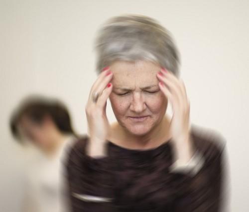 Chóng mặt khi đứng dậy được gọi là hạ huyết áp tư thế đứng hoặc tụt huyết áp tư thế.