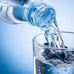 Có nên uống nhiều nước sau khi nôn?