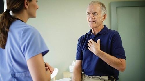 Nếu đau tay trái có kèm theo các triệu chứng khó thở, buồn nôn, khó tiêu, chóng mặt, ra mồ hôi bất thường hoặc tim đập nhanh., nó có khả năng liên quan tới tim mạch.