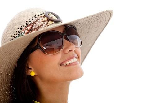 Tiếp xúc với ánh sáng mặt trời có thể làm tăng nguy cơ mắc các bệnh về mắt như đục thủy tinh thể và liên quan đến tuổi tác như thoái hóa điểm vàng.