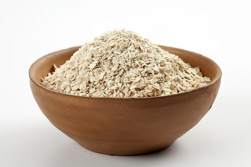 Bột yến mạch, lúa mạch, cám gạo là những loại ngũ cốc nguyên hạt có chứa chất xơ hòa tan, có thể gắn vào cholesterol dư thừa trong đường tiêu hóa và loại bỏ chúng ra khỏi cơ thể.