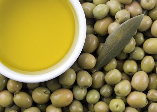"""Dầu oliu giúp làm tăng nồng độ cholesterol """"tốt"""" LDL, giúp giảm hình thành mảng bám trong động mạch."""