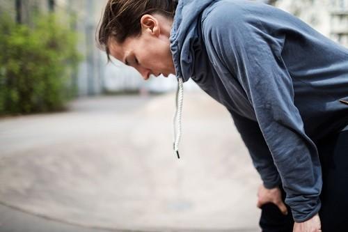 Ngừng tập ngay khi cảm thấy khó thở, mệt mỏi, đau ngực hoặc bất cứ bộ phận nào trên cơ thể.