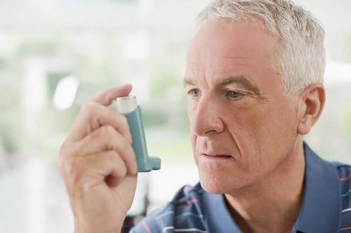 Bệnh phổi tắc nghẽn mạn tính là một nguyên nhân thường gặp gây khó thở ở người cao tuổi.