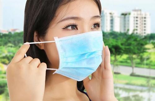 Để phòng polyp mũi tái phát, người bệnh cần chú ý tránh các dị nguyên gây bệnh như khói bụi bằng cách đeo khẩu trang