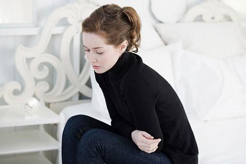 Bệnh thường gây khó chịu ở bụng, rối loạn kinh nguyệt...ảnh hưởng tới sức khỏe chị em