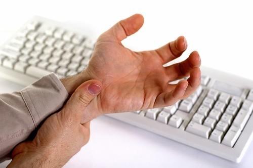 Hội chứng ống cổ tay là nguyên nhân phổ biến gây tê và đau bàn tay.