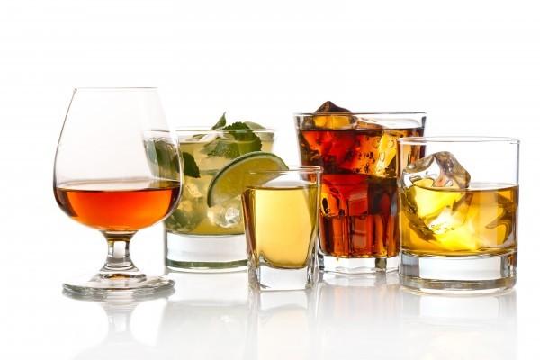 Tránh uống bia, rượu vang hoặc rượu sâm panh cũng như các loại đồ uống có cồn khác để bảo vệ lá gan.