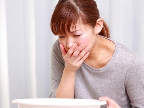 Ngoài chậm kinh, một dấu hiệu phổ biến khác của thai kỳ là buồn nôn vào buổi sáng hay còn gọi là ốm nghén.