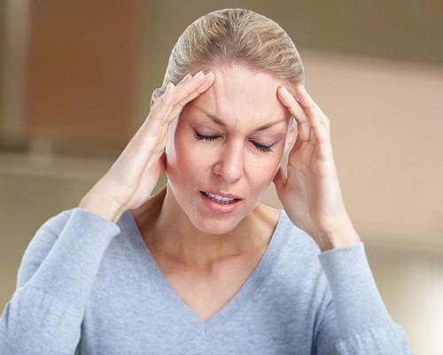 Bên cạnh những cơn đau. đau đầu còn có thể gây buồn nôn, choáng váng hoặc thậm chí là nôn.
